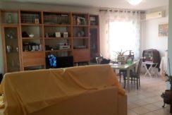Cesano: casa singola con due appartamenti e  giardino