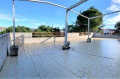 In bifamiliare con terrazzo di oltre 100 mq