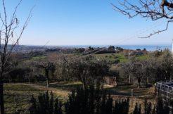Bifamiliare in zona panoramica con corte