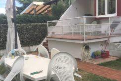 Appartamento in bifamiliare con giardino, garage e piscina a Numana, 2 unità indipendenti